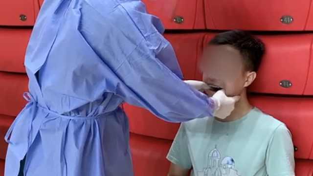 男生核酸检测时下巴脱臼,医生3秒复位:有脱臼史需提前告知