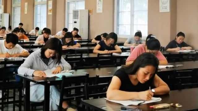 中学200余名老师参加年度考试,有人躲厕所刷题到半夜