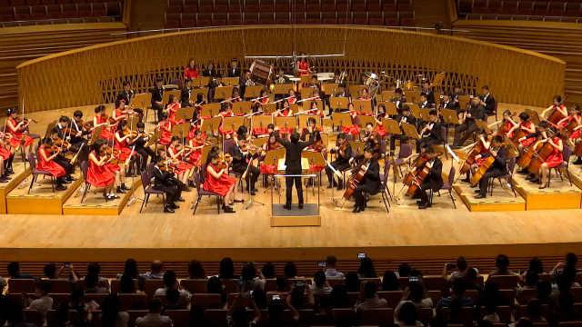 《红旗颂》燃爆全场,上海国际青少年管弦乐团夏季音乐会举行