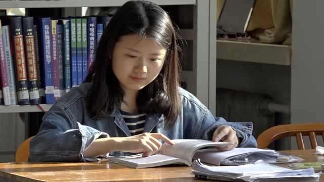 失聪女生苦练说话,上吉大本科:考博清华被录取
