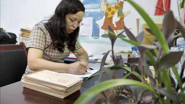 暖心小学老师1个月写55首诗送毕业学生,诗含学生特点及名字