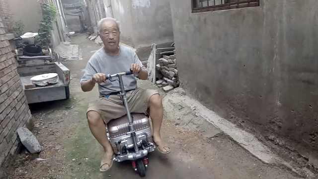 8旬理工大爷照顾瘫痪妻子:为她造多功能车和担架床