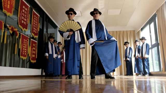 老年男模队走路都带风,还在韩国夺过冠