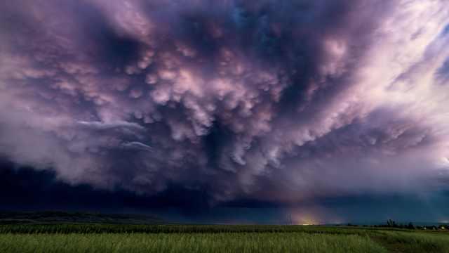 追风少年!00后摄影师日行千里拍摄超级风暴,画面震撼人心
