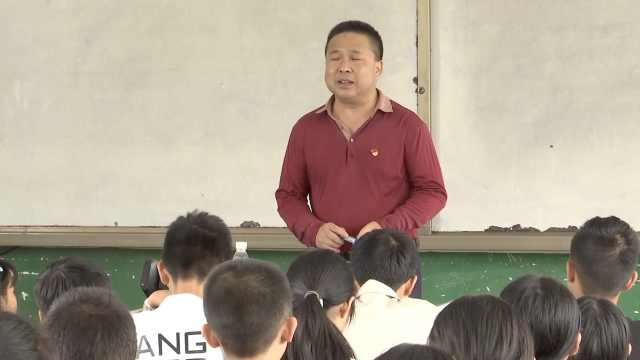 语文老师因眼疾改教历史,为教学背下6本教材