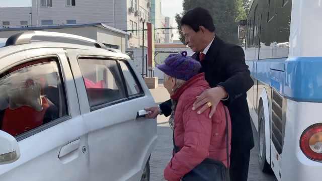 赞!7旬老人当爱心司机免费送老年乘客