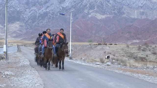 新疆515名村民组义务消防队:骑马巡逻,马鞍挂灭火器