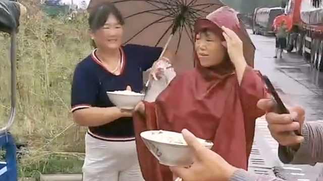 司机滞留郑州2天村民自发送饭:不能让他们受饿受渴