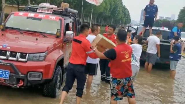 3名95后陌生女孩连夜集结物资驰援郑州:一点没觉得害怕