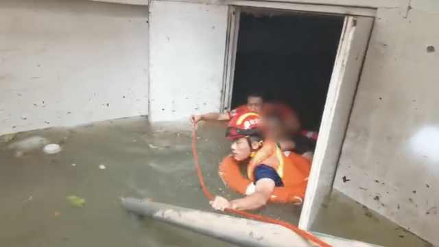 奇迹!积水倒灌,男子趴车库通风管道72小时获救
