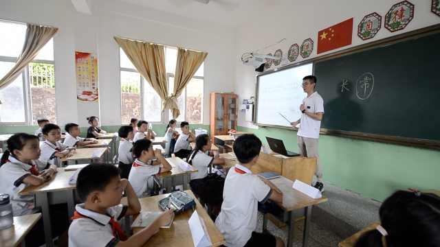 100个夏天|9名清华学子渔村支教打地铺歇凉,最小成员16岁