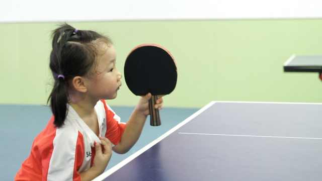 5岁女童练乒乓球爆红网络,全年无休训练,被赞