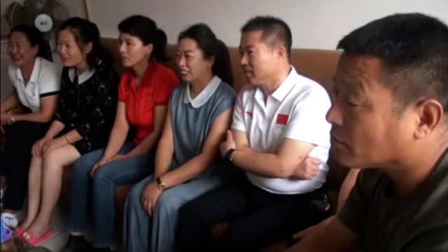 链球运动员罗娜父亲邀4亲友观赛:她身体棒,13年没在家过年