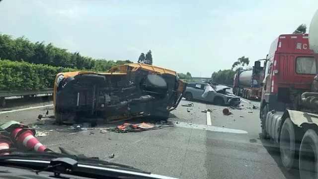 蔚来总裁回应ES8车祸:车辆损毁严重,现场一时间能做的有限