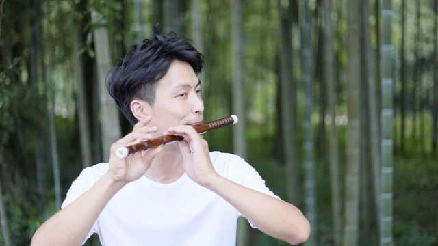 仙气飘飘!90后乡村教师就地取材,自制竹笛送给学生还教吹笛