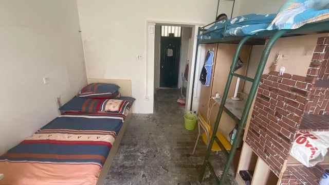身高2.03米新生报到学校专门定制新床,宿舍从4人间改成3人间
