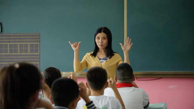 宝藏老师 小学数学老师发明手指算法,掰着手指边玩边学
