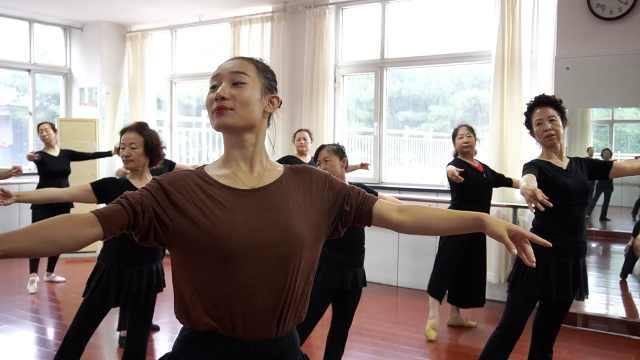 90后专业老师教大妈们跳舞:有些广场舞可能会伤身