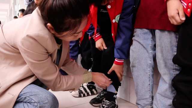 乡村教师突击检查学生秋裤:气温将跌破8℃,有学生还穿凉鞋