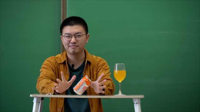 宝藏老师 北大硕士教高中物理爱做小实验,还写诗鼓励学生