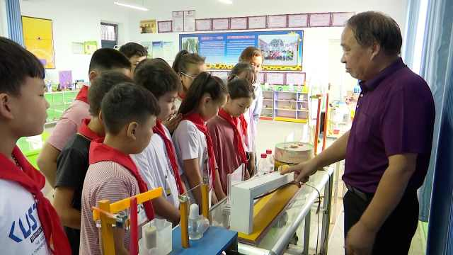 乡村教师捡1吨多废品作材料,自制500件实验教具
