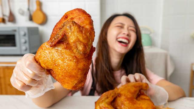 一刀下去,我妈养的鸡没了