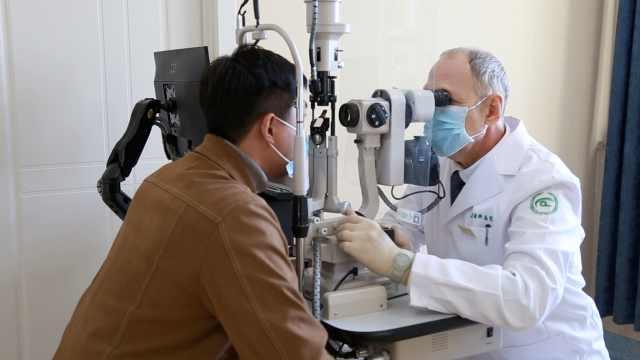 56岁俄罗斯医学博士辞职到中国当眼科医生:七年治愈7万患者