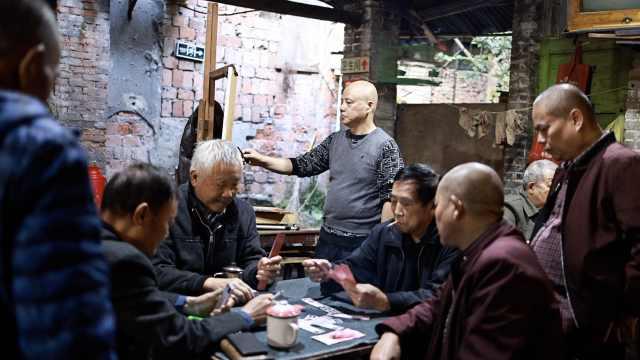 最有重庆感的交通茶馆:老板是画家教授,茶馆是微缩的老重庆