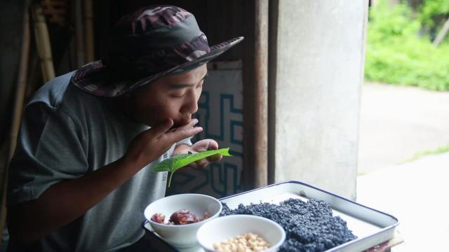 一小碗乌米饭,还是熟悉的味道
