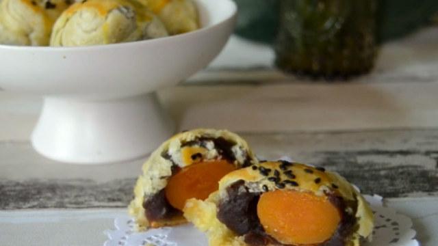 超赞的蛋黄酥经典做法,酥到掉渣!