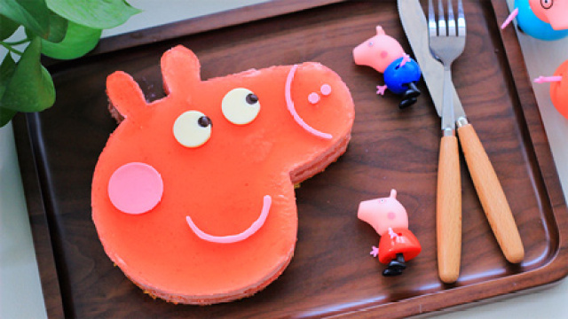 把小猪佩奇做成蛋糕~