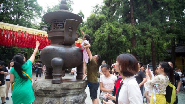 为什么中国人喜欢在景区扔硬币?