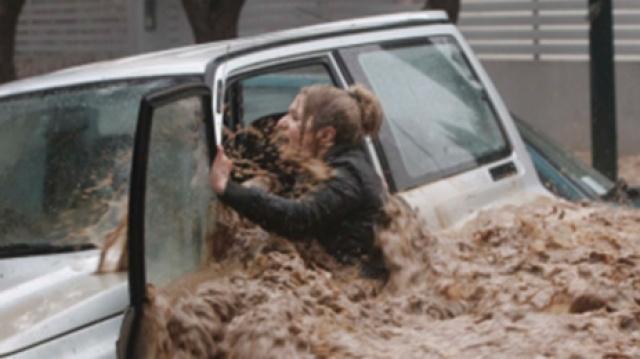 遭遇洪水时,我们应该如何自救呢?