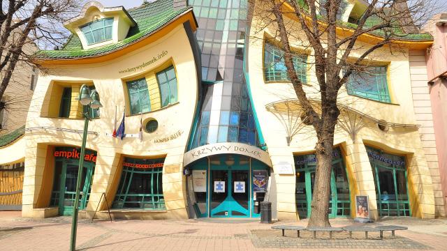 世界上最扭曲的房子,就像照哈哈镜