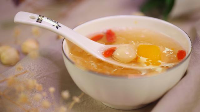秋天一定要喝这碗汤,养颜还滋补
