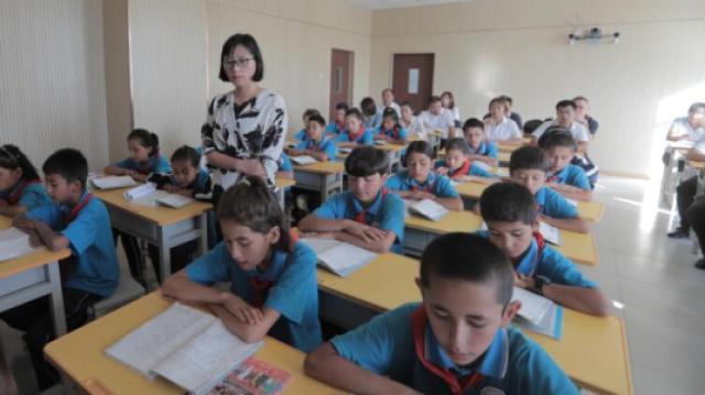 援疆女教授将国学带进双语课堂
