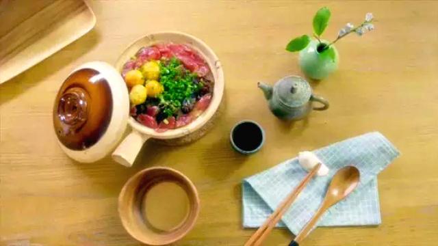 连锅巴都能吃干净的腊味煲仔饭