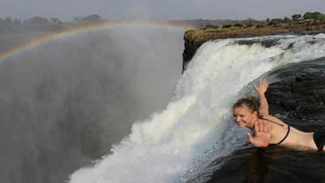 世界上最刺激泳池在108米瀑布边上