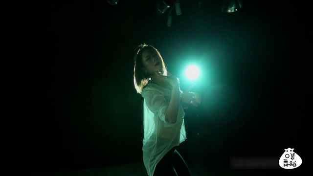 抒情爵士编舞,一个人跳舞超唯美