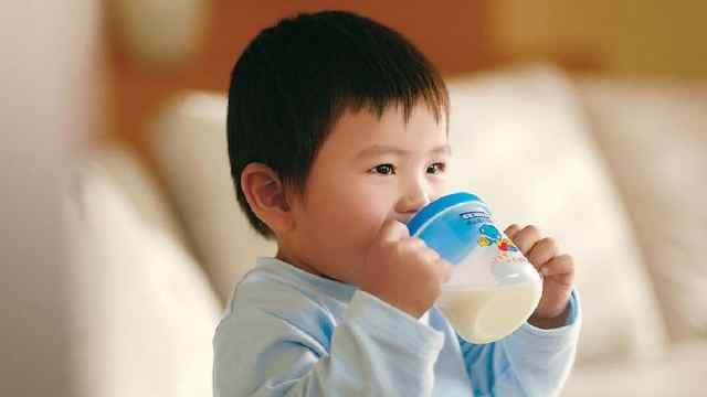 中国奶粉标准远高于国外可安心购买