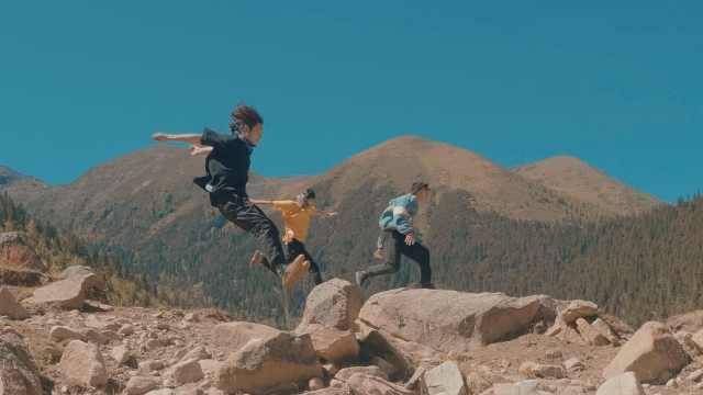 他们用跑酷在藏区丹巴朝圣!
