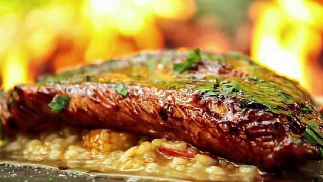 可口的肉,配上一碗烩饭,才是美味