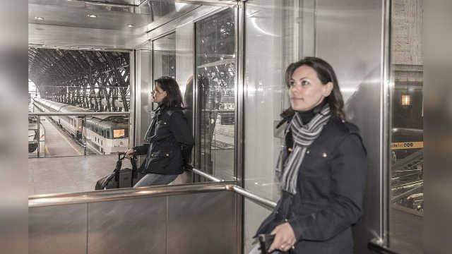 为什么电梯里要装镜子,有什么用?