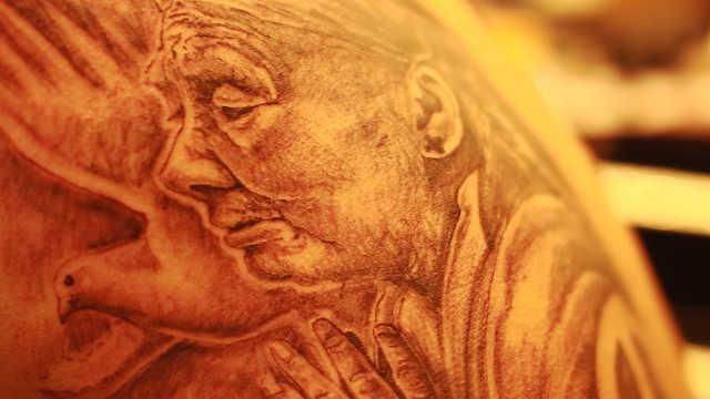 一天一夜,济南纹身师刺出世界和平