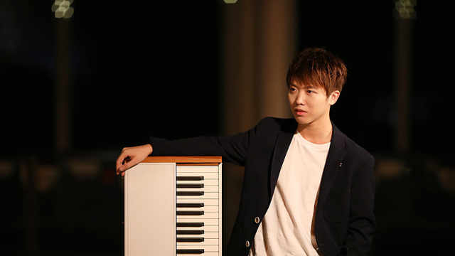 钢琴弹唱《夜机》经典难忘,听醉了