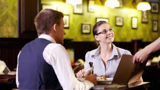 为什么点完餐服务员会赶紧收走菜单