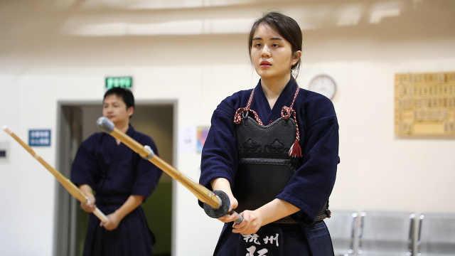 杭州美女学剑道瘦30斤,变得更自信