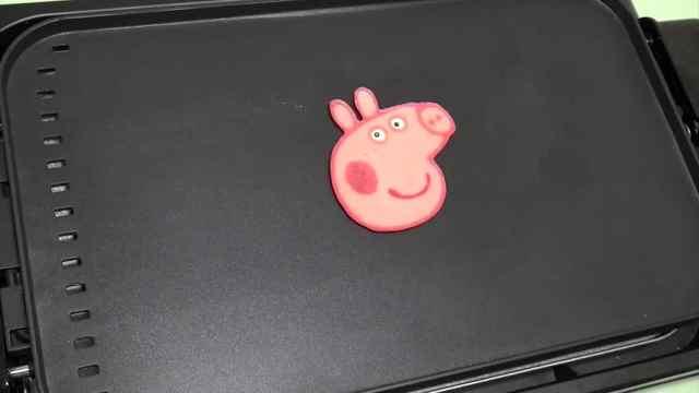 这是一只少女色的小猪佩奇