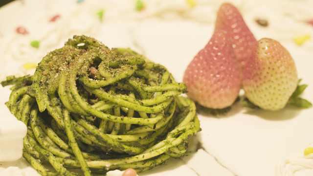 这盘菠菜意面,怎么绿得如此均匀?