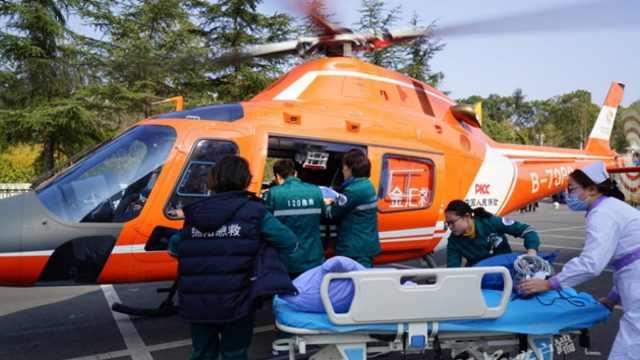 男子突发疾病直升机紧急救援